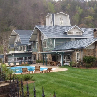 Gatlinburg Inn exterior view with pool